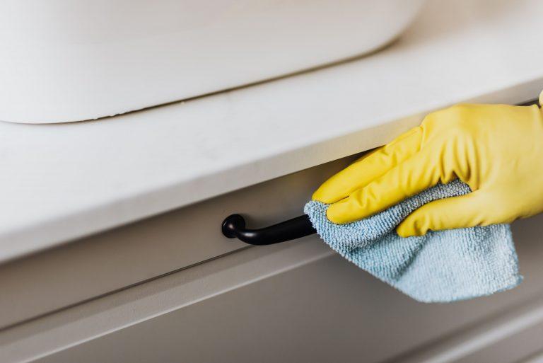 Nettoyage et désinfection de poignées